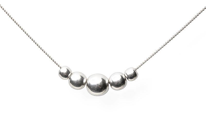 Sølvsmykke med fem sølvkuler