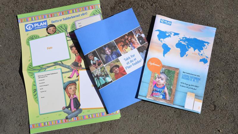 Skoleklasser som har fadderbarn får informasjon om fadderbarnet som de kan henge opp i klasserommet
