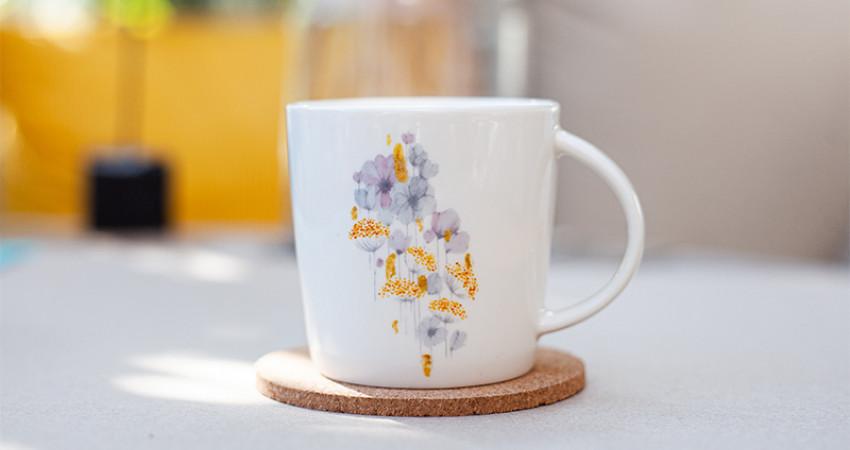 Gaver med mening: Porselenskopp med blomstermønster. Foto.
