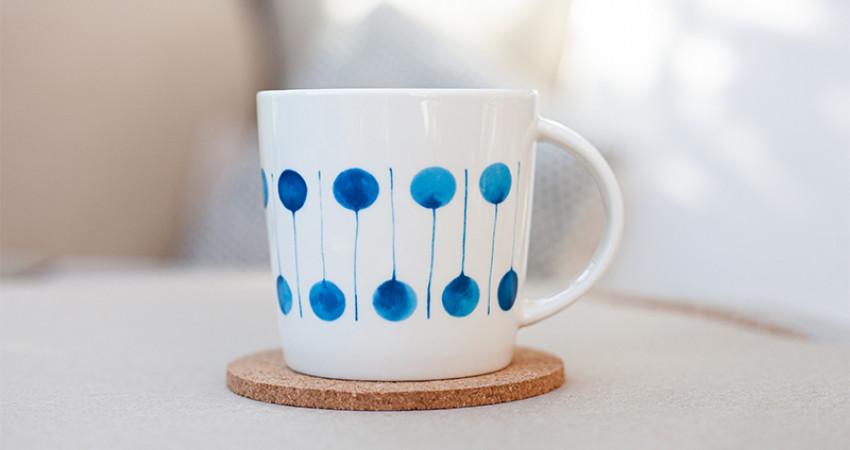 Gaver med mening: Porselenskopp med grafisk mønster. Foto.