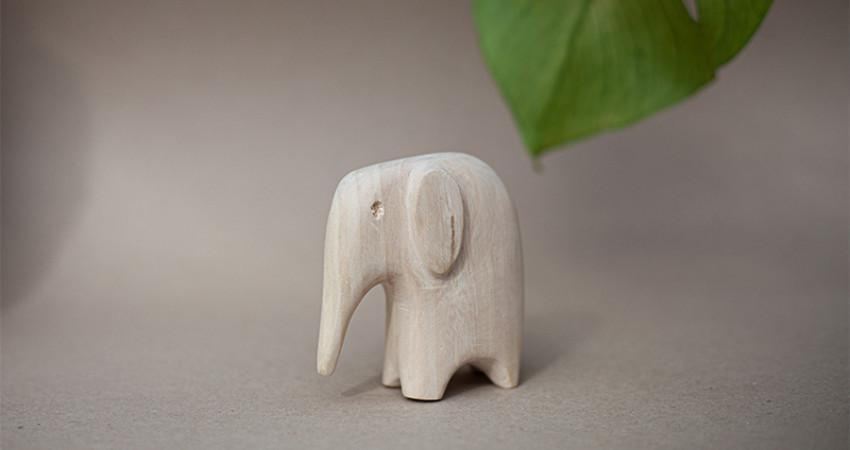 Gaver med mening: Trefigur, elefant. Foto.