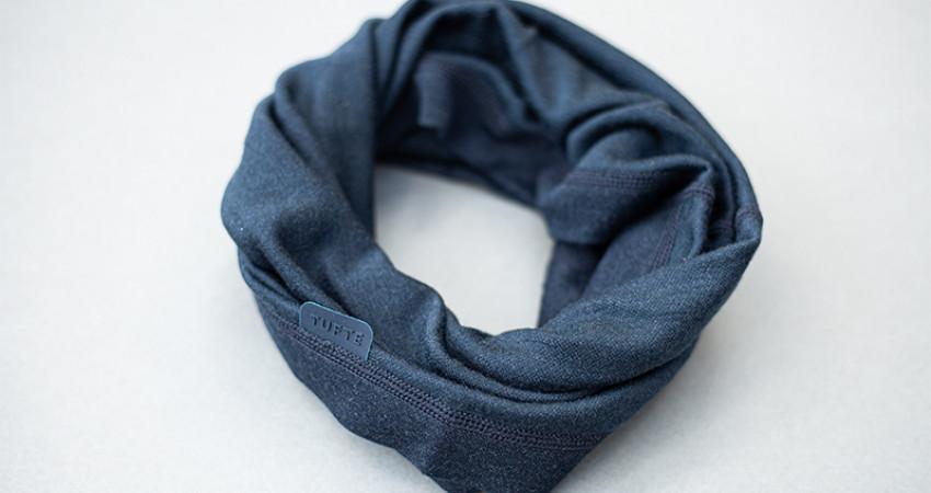 Gaver med mening: Tufte Wear, blå hals. Foto.