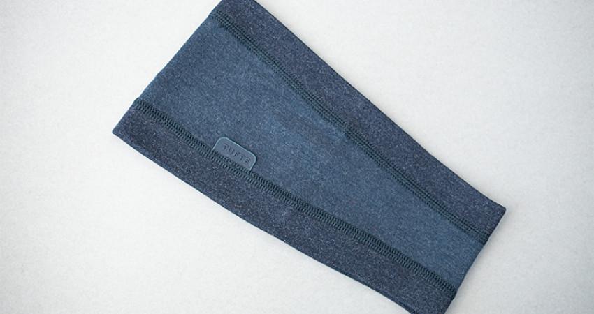Gaver med mening: Tufte Wear, blått pannebånd. Foto.