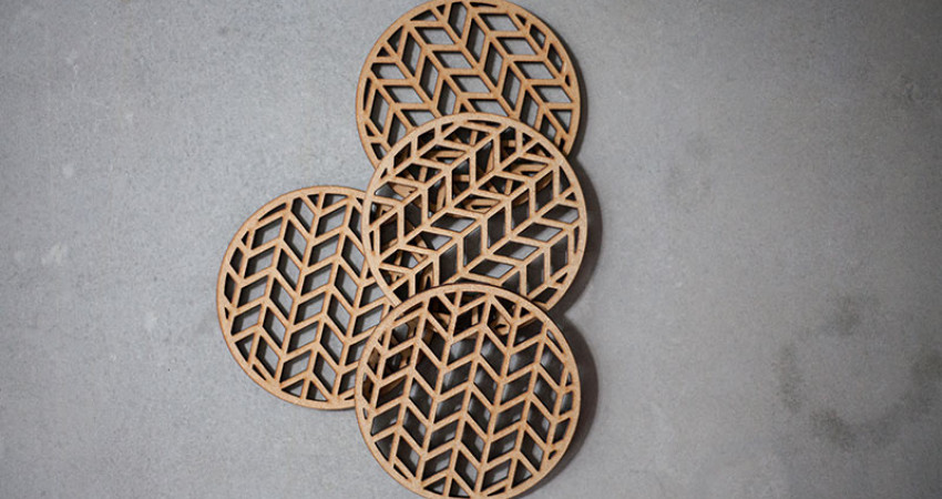 Julegave med mening: Coasters, fire stk. Grafisk mønster. Foto.