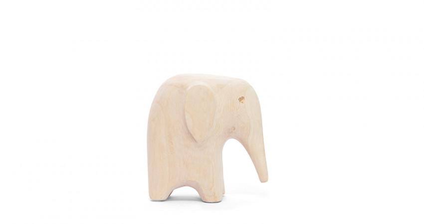 Julegave med mening: Trefigur, elefant. Foto.