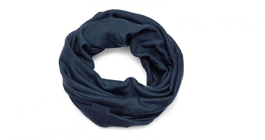 Julegave med mening: Tufte Wear, blå hals. Foto.